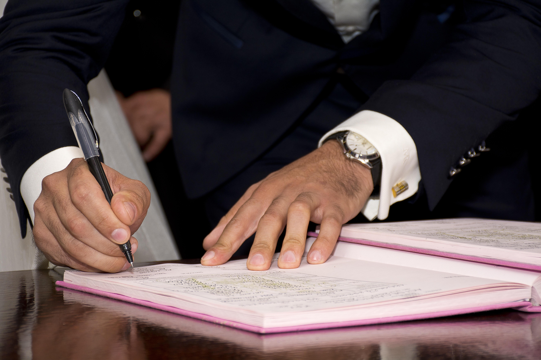 Firma en el Diario de Visitas